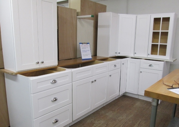 White Shaker Kitchen Cabs